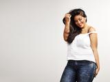 Hübsche und glückliche Plus Size Woman