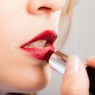 Rote Lippen schminken